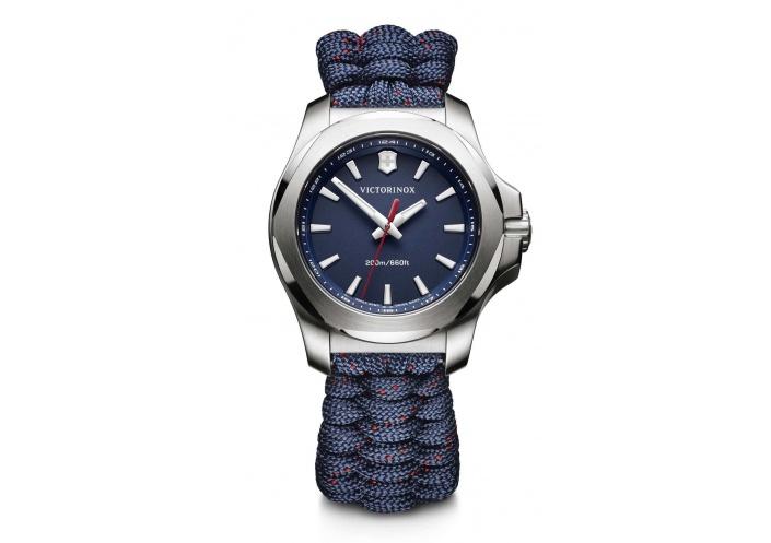 Victorinox Watches Victorinox I.N.O.X. V Cadran bleu 241770 - Coutellerie du Jet d'eau